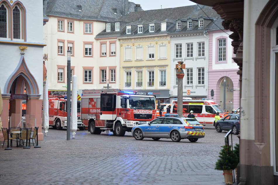 Auto rast in Fußgängerzone in Trier: Zwei Tote, etliche Verletzte