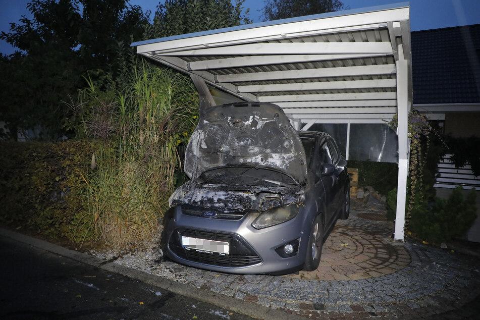 Die Brandserie reißt nicht ab! In Niederwiesa ging in der Nacht auf Freitag ein Auto in Flammen auf!