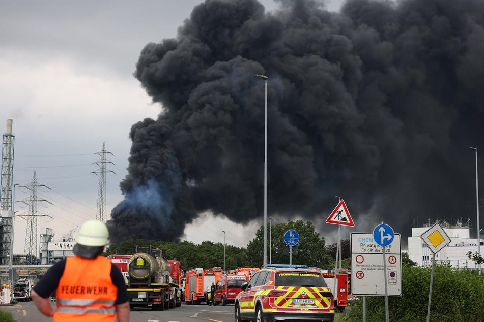 Das NRW-Umweltamt untersucht die Stoffe, die mit der bei der Explosion entstandenen Rauchwolke in umliegende Wohngebiete gelangt waren.