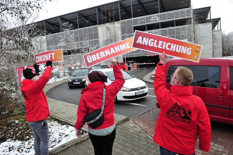 Warnstreik bei VW in Chemnitz: Schon bald soll der Volkswagen-Haustarifvertrag auch für die Mitarbeiter in Sachsen gelten.