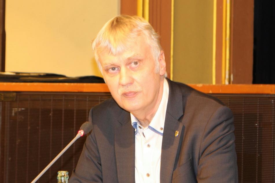 Markkleebergs OB Karsten Schütze (SPD, 54) glaubt weiterhin an das Tunnelvorhaben an der B2.