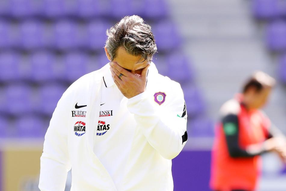 Aue-Trainer Dirk Schuster (53) hat sich am Mittwoch krank gemeldet und ist nicht mit ins Quarantäne-Trainingslager der Veilchen gefahren.