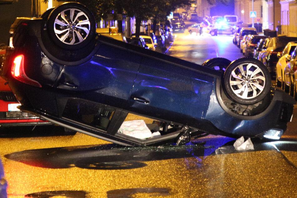 Auto überschlägt sich im Leipziger Norden: 72-Jährige schwer verletzt