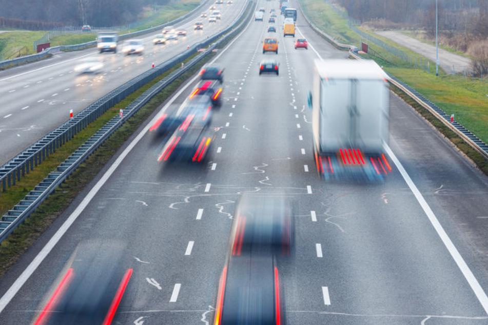 Audi-Fahrer brettert doppelt so schnell wie erlaubt über die A4