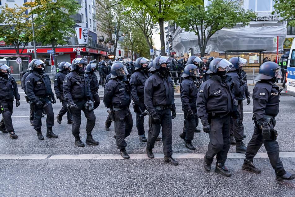 1. Mai-Proteste: Polizisten angegriffen, Reeperbahn und Schanze geräumt