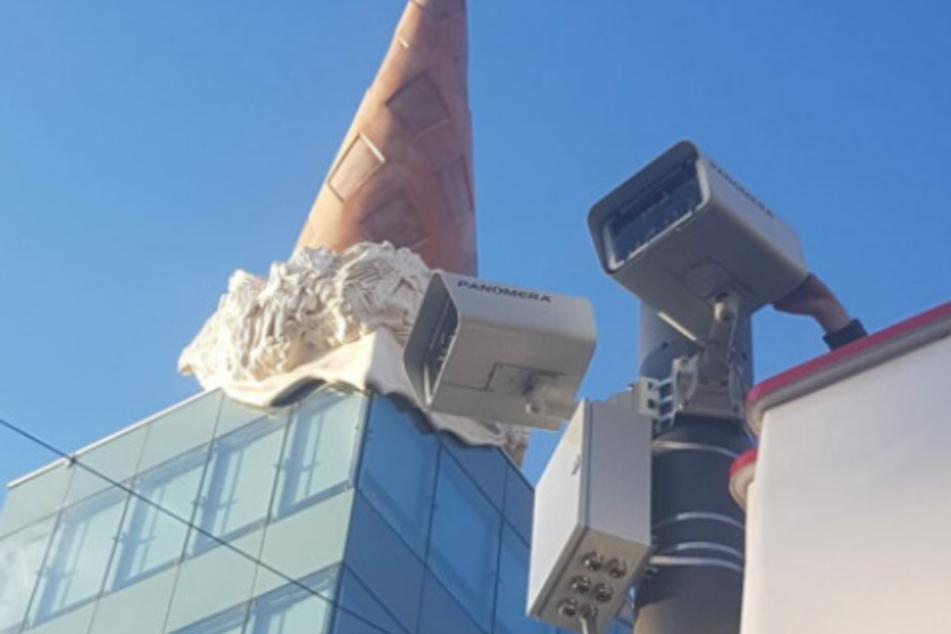 Überwachungskameras an der Schildergasse mit Blick auf den Kölner Neumarkt.