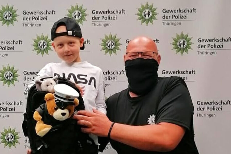 Polizei erfüllt erkranktem Jungen seinen Herzenswunsch