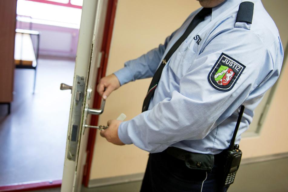 Häftling der JVA Gelsenkirchen kehrt nach Ausgang nicht zurück, im Suff kommt er auf eine Idee