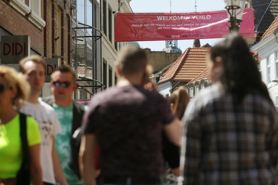 An Christi Himmelfahrt hat die Stadt Venlo Einkaufstouristen aus NRW vor möglicherweise langen Wartezeiten gewarnt. (Archivbild)