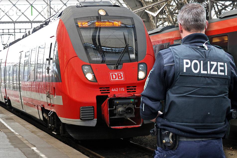 Schwarzfahrer randaliert im Zug und schlägt auf Fahrgast ein: Polizei wirft ihn raus!