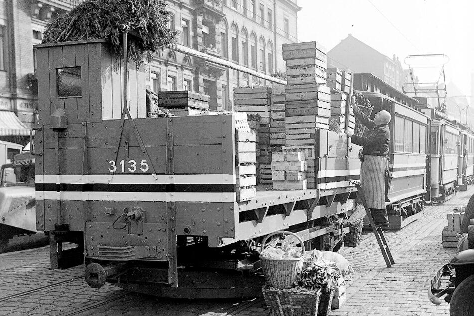 Güterstraßenbahnen gehören in Dresden seit Anbeginn zum Straßenbild.