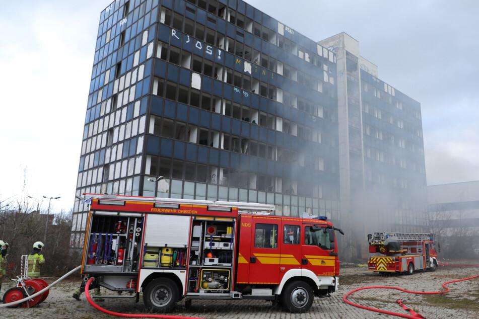 Dresden: Feuer in Dresden: Bürogebäude brennt an Weihnachten