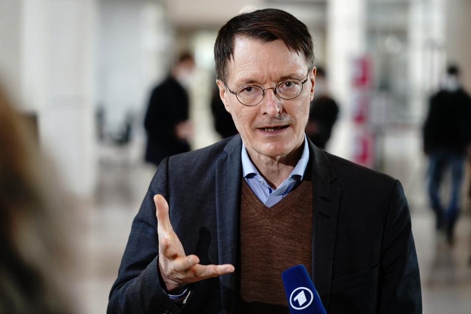 """SPD-Gesundheitsexperte Karl Lauterbach hat angesichts der schnell steigenden Inzidenzzahlen einen """"letzten harten Lockdown"""" zur Bekämpfung der Corona-Pandemie gefordert."""