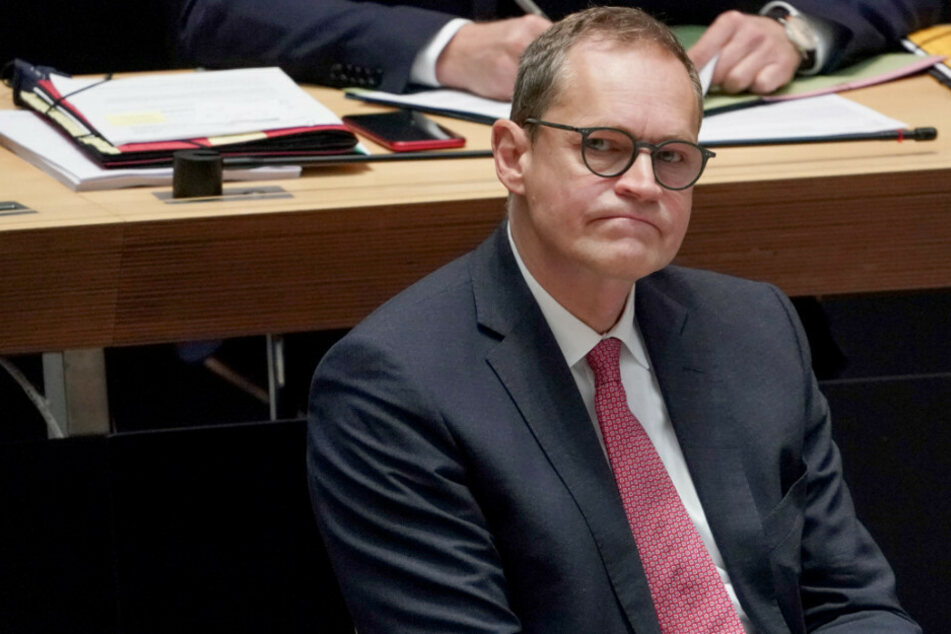 Michael Müller (SPD), Regierender Bürgermeister, nimmt an einer Plenarsitzung im Berliner Abgeordnetenhaus teil.