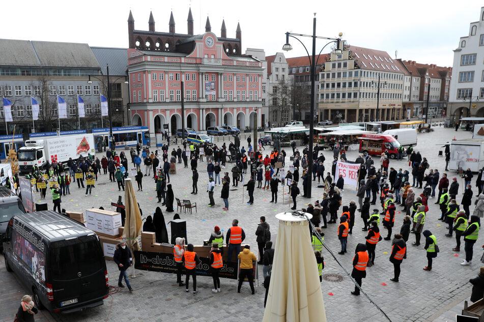 """Dutzende Menschen bei erster """"Fridays for Future""""-Demo des Jahres"""