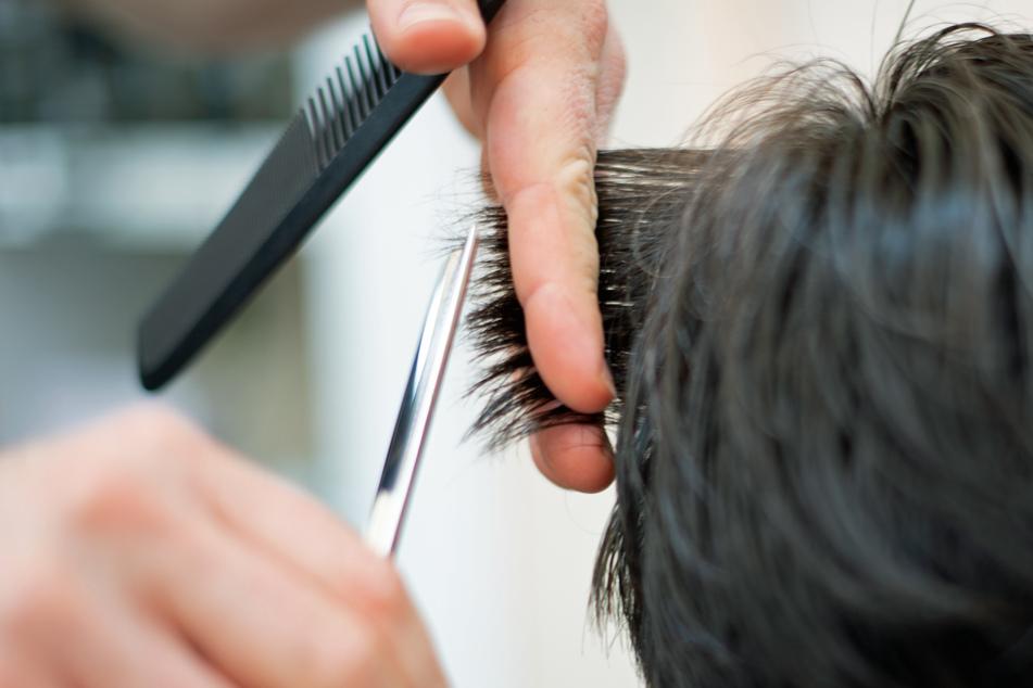 Auch bei Friseurbesuchen gilt ab Donnerstag die 3G-Regel (Symbolbild).