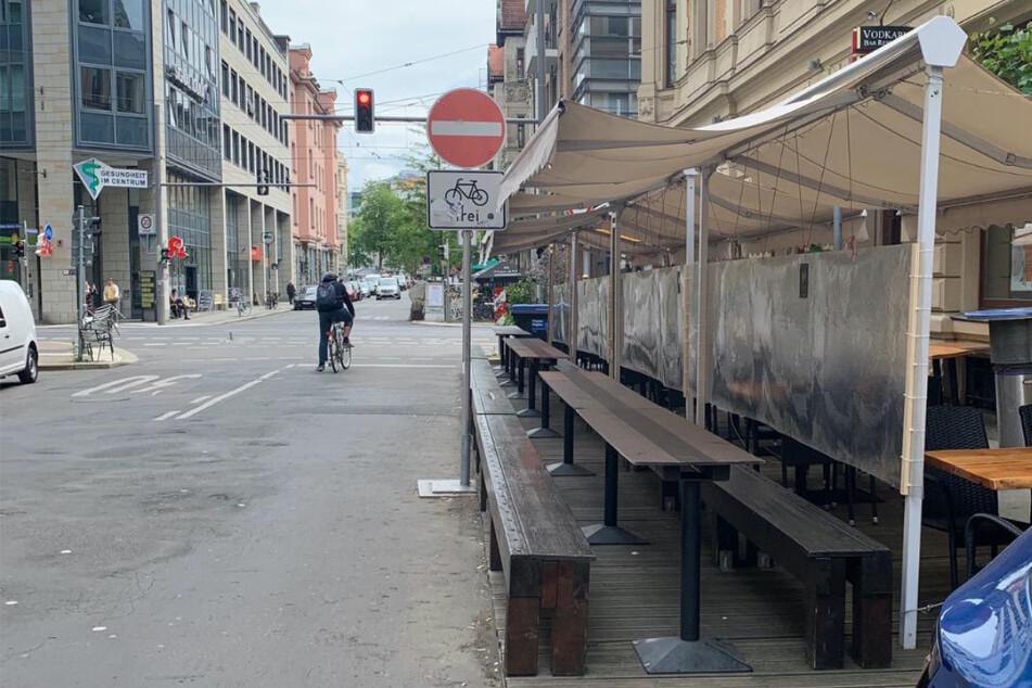 Der Freisitz der Vodkaria in der Gottschedstraße wird noch nicht sofort wieder öffnen, zu wenig Planungssicherheit habe man derzeit dafür. (Archivbild)
