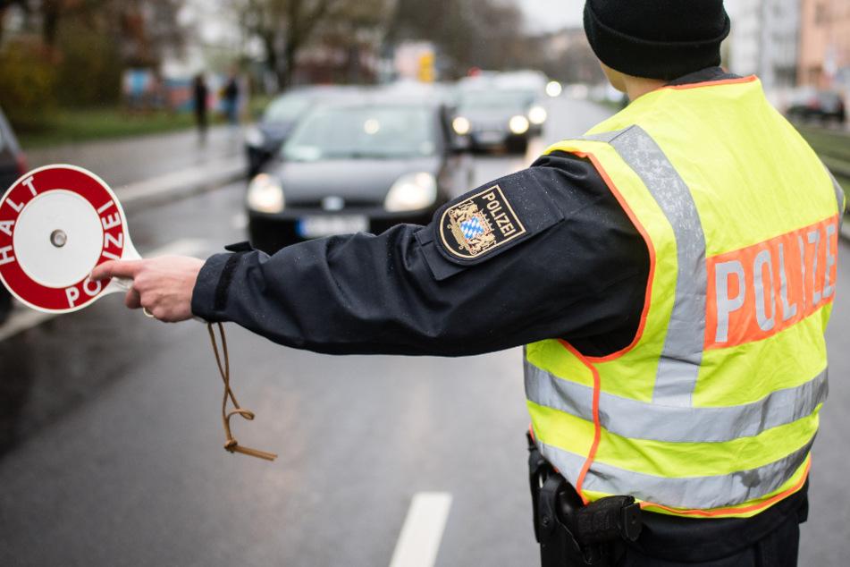 Die Polizei hat das Paar in Bayern gestoppt und kontrolliert. (Symbolbild)