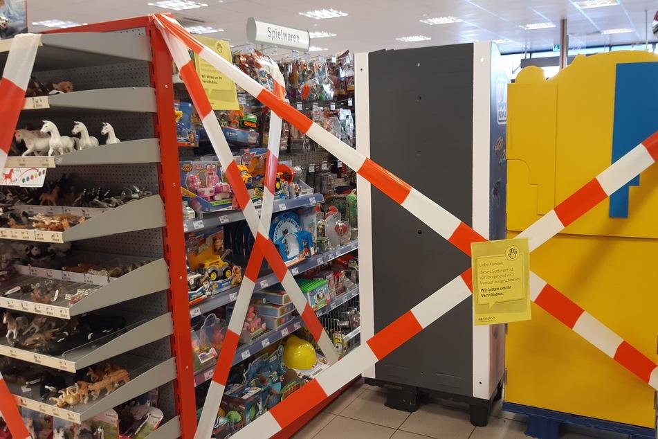 Auch in einer Leipziger Filiale der Drogerie-Kette Rossmann wurde die Spielwaren-Abteilung abgesperrt.