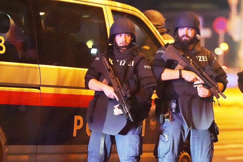 Mann wird EU-weit von der Polizei gesucht: Eine Dummheit lässt ihn auffliegen
