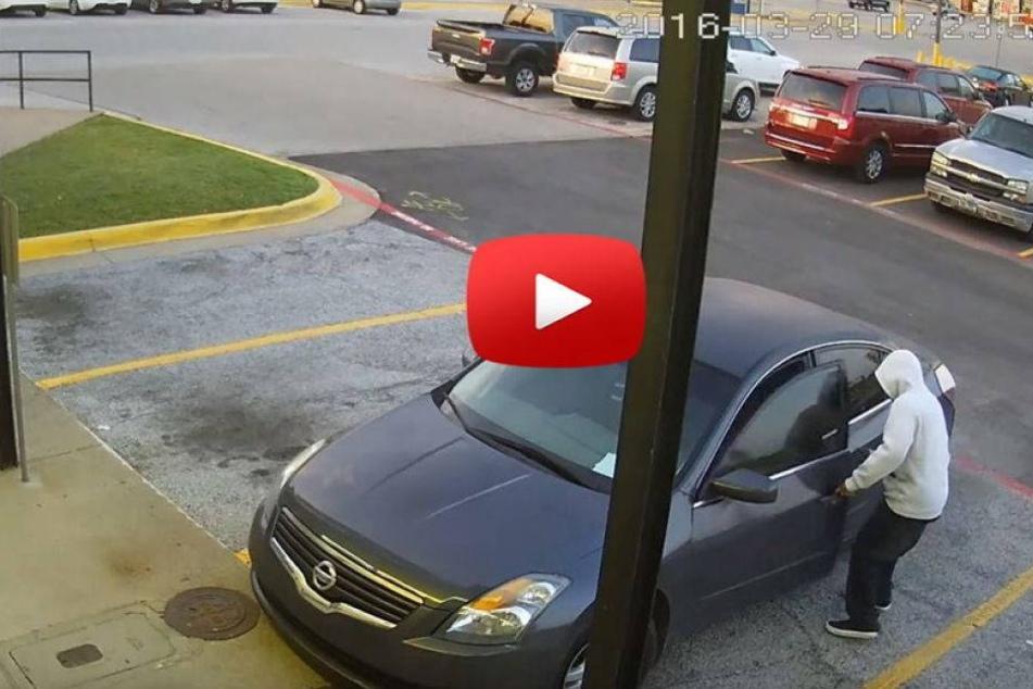 Hier wird ein Auto mitsamt Kleinkind gestohlen