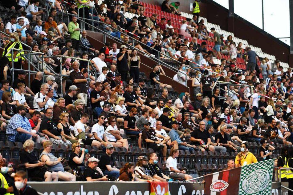 2500 Fans verfolgten den Testkick vom FC St. Pauli gegen Hertha BSC Berlin am Millerntor.