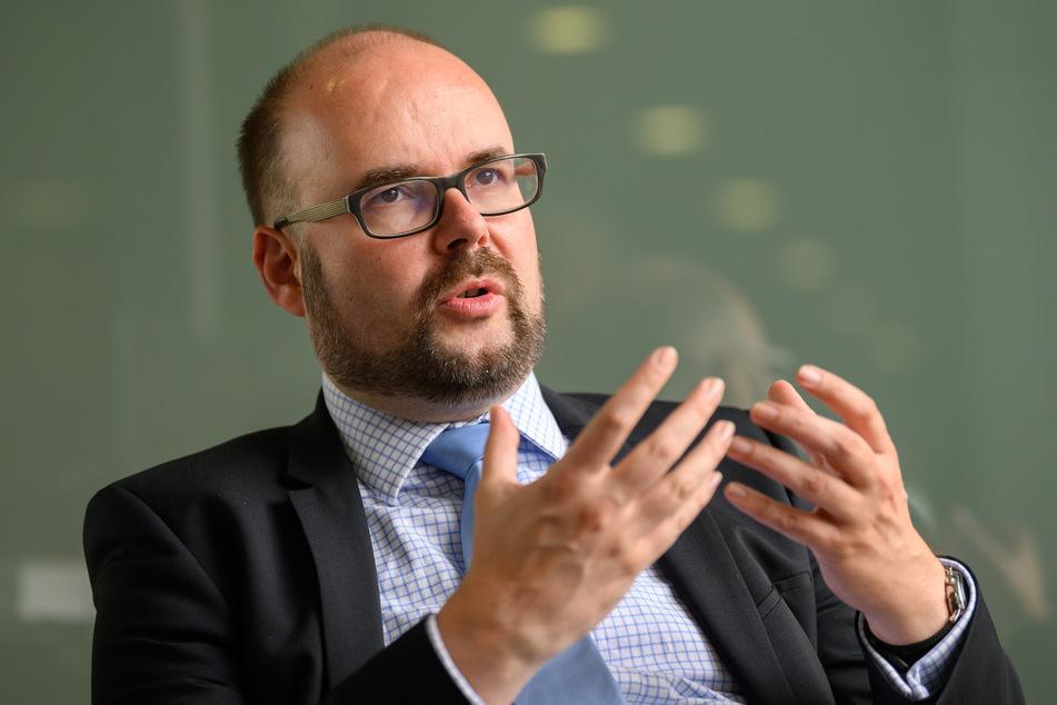 Sachsens Kultusminister, Christian Piwarz (46, CDU), will die Quarantäne-Regeln für Schulklassen auf das Notwendigste begrenzen.