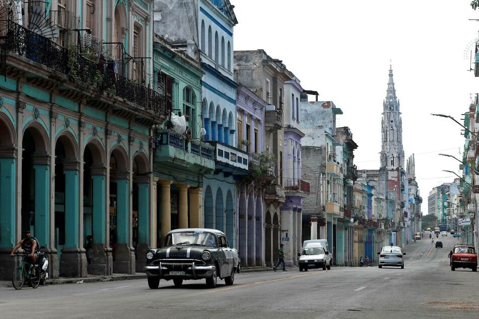 "US again designates Cuba as ""state sponsor of terrorism"""