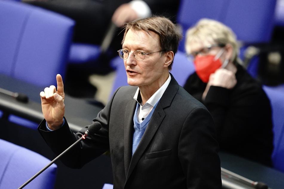 Gesundheitsexperte Karl Lauterbach (58, SPD) spricht bei der Sitzung des Bundestags.
