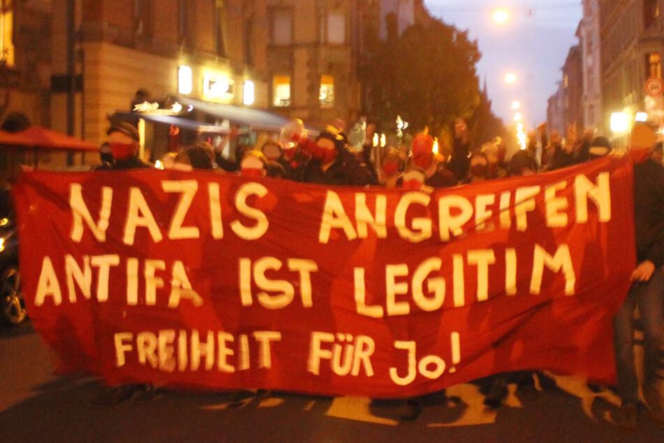 """Nazis angreifen"": Linke marschieren am Donnerstagabend durch Stuttgart."