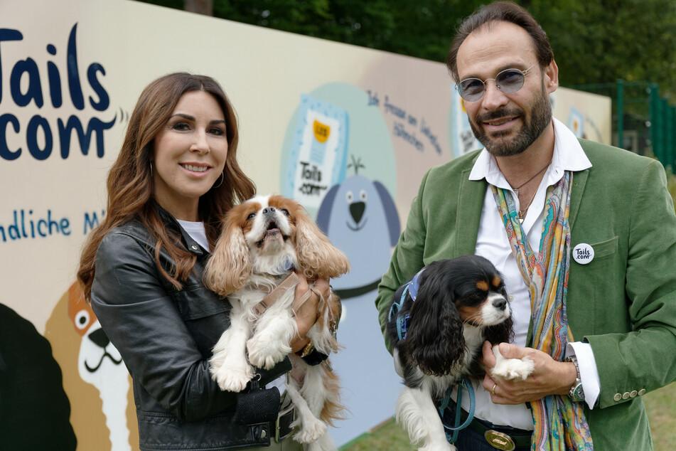 Auch prominente Gäste waren vor Ort: Judith Williams (50) und ihr Ehemann Alexander-Klaus Stecher (53) halten die Hunde Sissi und Franzi.