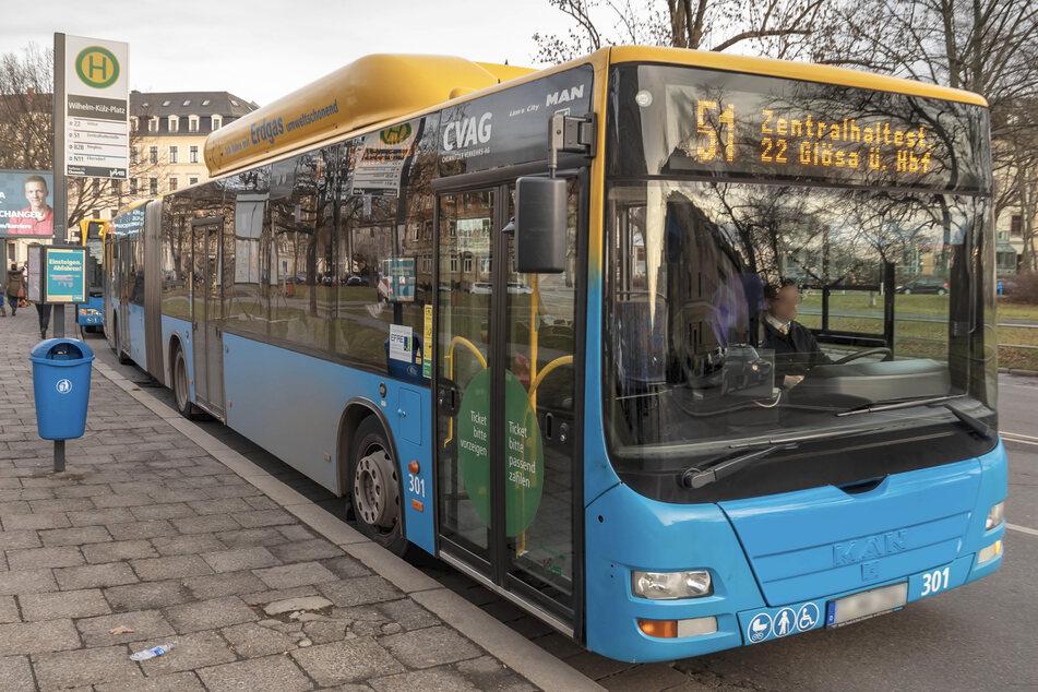 Nach der sexuellen Belästigung am Montagabend wird der unbekannte Mann von der Polizei gesucht. Dafür sucht sie nach Zeugen, die auch mit diesem Bus gefahren sind. (Archivbild)