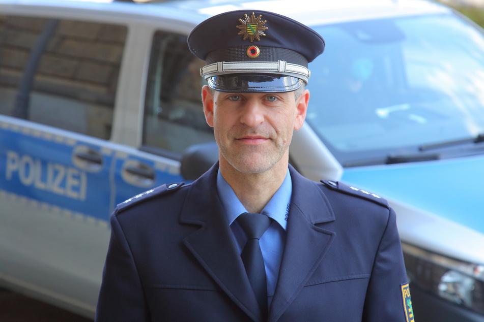 Polizeisprecher Lukas Reumund (44) erklärt, was Brückenkletterern blüht, wenn sie erwischt werden.