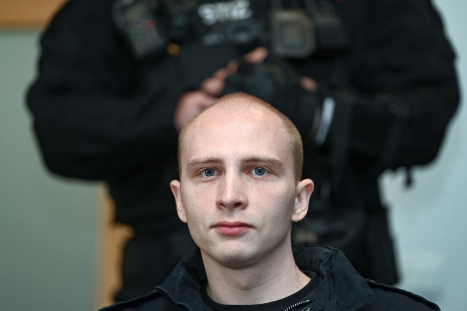 Der verurteilte Attentäter von Halle Stephan Balliet (29). Eine Polizistin soll ihm heimlich Briefe geschrieben haben.
