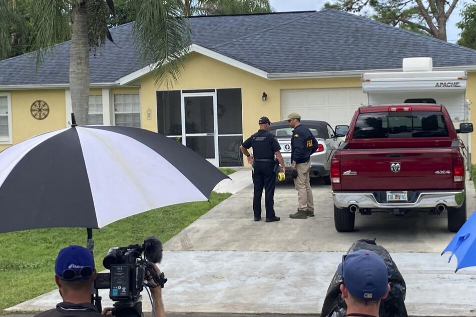 Beamte durchsuchten das Haus der Eltern von Petitos Freund. Dort wohnten die beiden vor ihrer Reise.