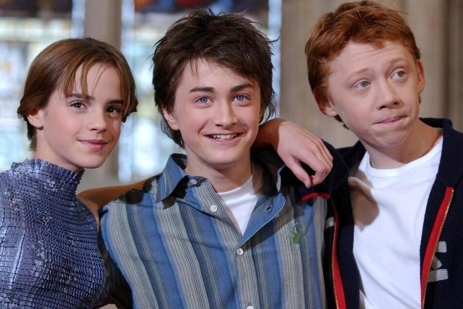 """Das waren noch Zeiten: Die Schauspieler Emma Watson (l-r), Daniel Radcliffe und Rupert Grint während eines Fototermins zu """"Harry Potter und die Kammer des Schreckens""""."""