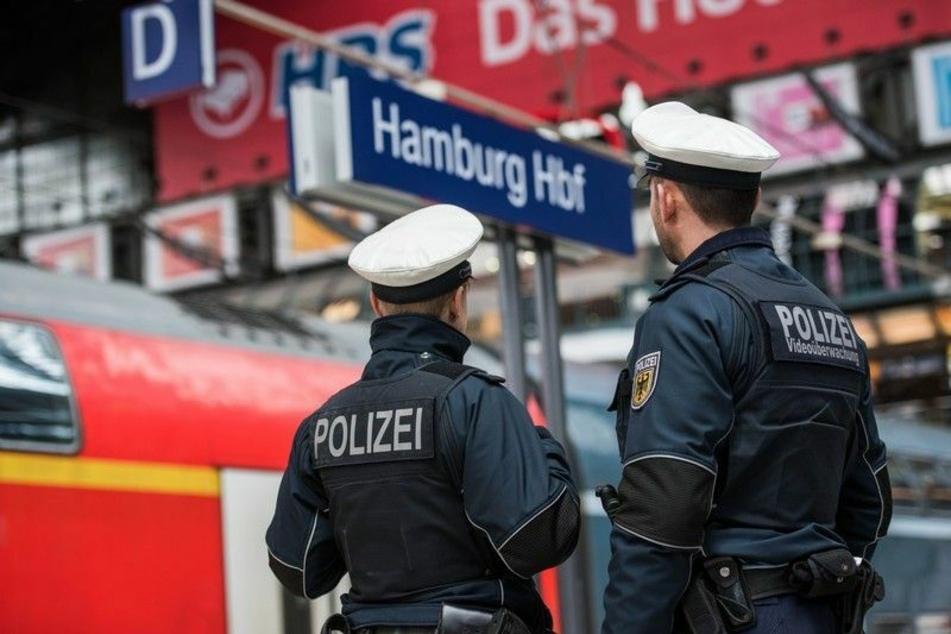 Mann (31) von S-Bahn erfasst und lebensgefährlich verletzt