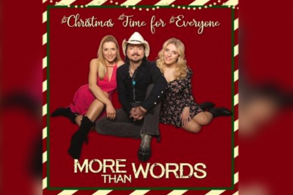 "Am Freitag erschien die neue Single ""Christmas Time for Everyone""."