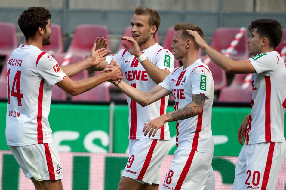 Kölns Neuzugang Sebastian Andersson (2. v. l.) traf direkt in seinem ersten Spiel zum 1:1 (22.).
