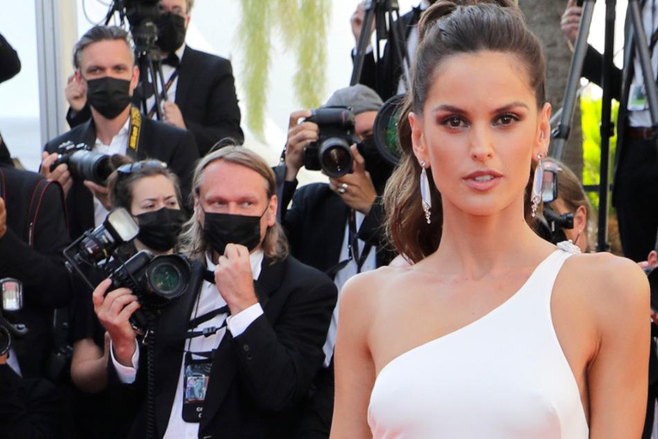 Das brasilianische Model Izabel Goulart (36) ist die Verlobte von Eintracht-Frankfurt-Torhüter Kevin Trapp (30).