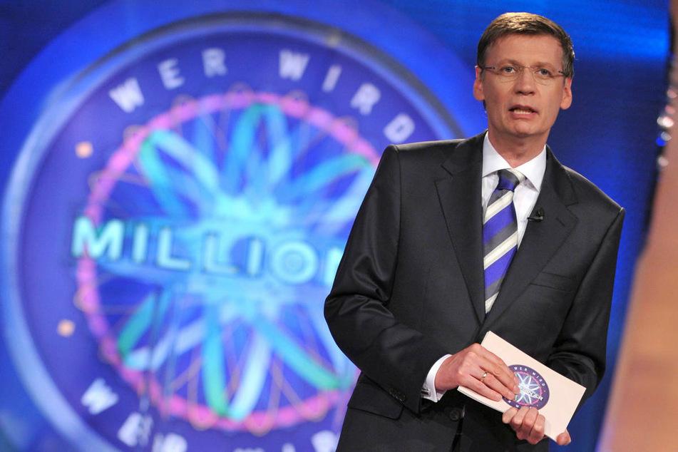 """Günther Jauch (65) moderiert 2009 die 19. Ausgabe der RTL-Show """"Wer wird Millionär?"""". Mit dem Quiz-Klassiker wird er wohl von den meisten Zuschauern am stärksten in Verbindung gebracht."""
