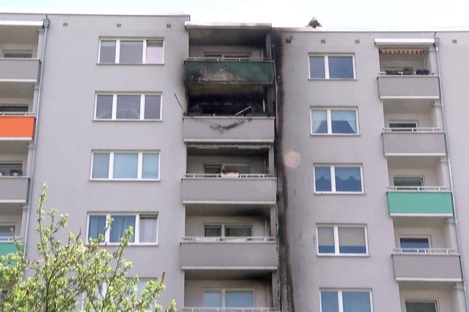 Feuer wütet in siebenstöckigem Haus: mehr als 20 Verletzte!