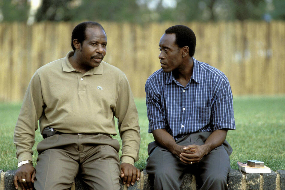Paul Rusesabagina (l.) spoke with Don Cheadle, the actor who played him in the Hollywood movie Hotel Rwanda (archive image).