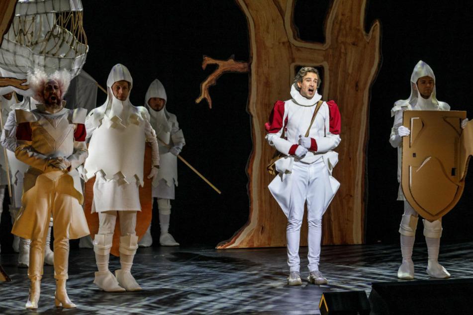 """Das Stück """"Cinderella"""" wurde im Staatsschauspiel aufgezeichnet, damit es als Stream angeboten werden kann."""