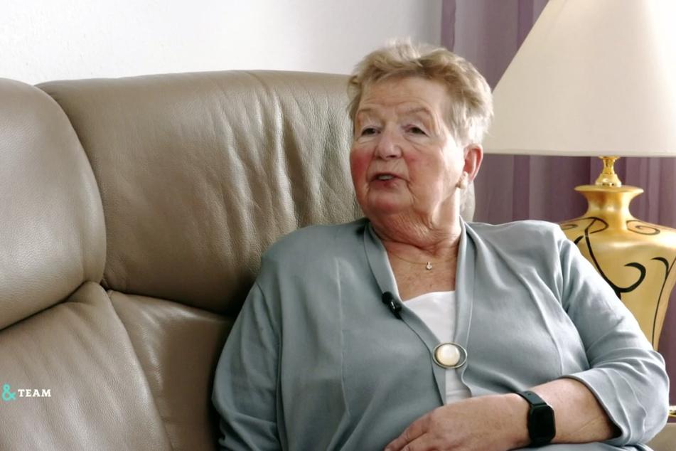 Brigitte Förster (75) aus Sachsen hat ausgerechnet Probleme mit ihrem altersgerecht und barrierefrei umgebauten Badezimmer.