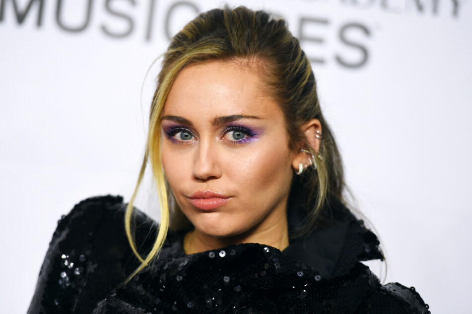Miley Cyrus (27) wrote a moving obituary for her grandma.