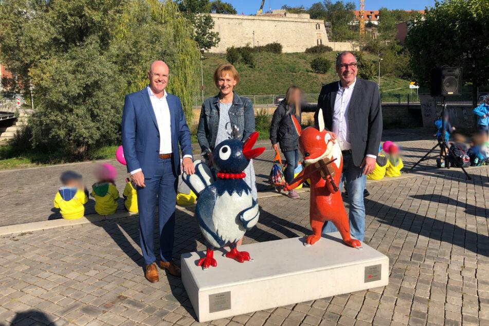 Die neuen KIKA-Figuren mit den Sponsoren Andreas Krey (l.), Sabine Wosche (zweite v. l.), (Geschäftsführung LEG Thüringen) und Peter Rüberg (r.), (Rüberg GmbH).