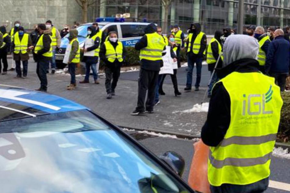 Konzern kündigt 230 Mitarbeitern wegen Corona: Gewerkschaft protestiert und hat Verdacht
