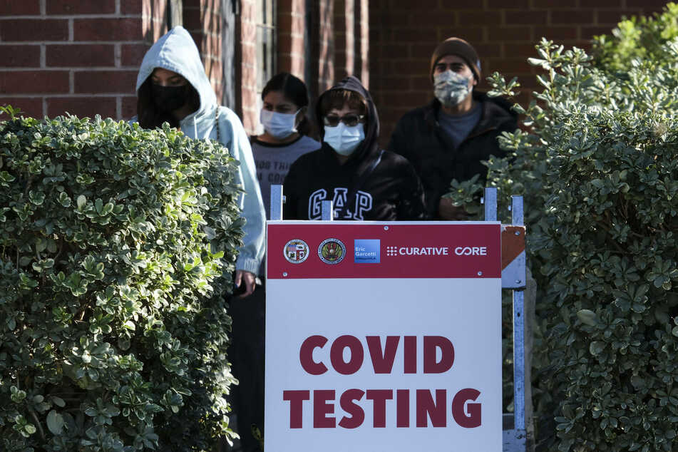 People waiting in line to get tested for Covid-19 in Los Angeles, California.