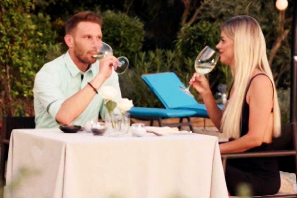 """Kandidatin datet """"First Dates Hotel""""-Barkeeper: Sind die beiden jetzt zusammen?"""